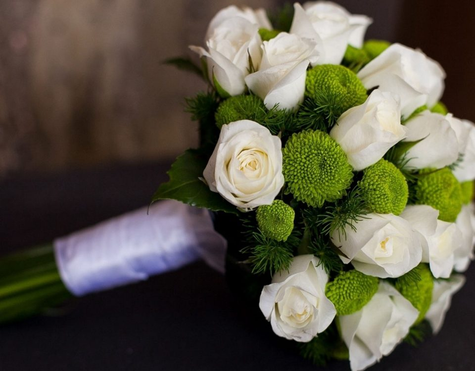 White Flowers Bouquet Pics
